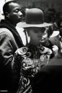 Great Britain, England, London, hippie girl with fancy hat and black man in club Grossbritannien, London, Hippie Maedchen mit Hut und Schwarzer in einem Club in Chelsea. 18.06.1967 Graustufen, grayscale, ONLY DIGITAL NUR, 48 MB. Copyright: Wolfgang Kunz